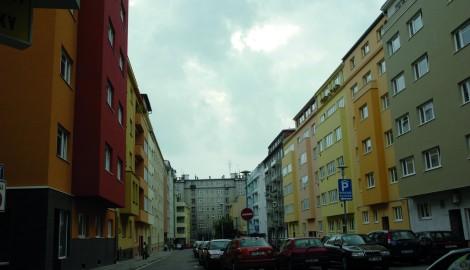Ulice Mášova v Brně tvořena meziválečnými nájemními domy