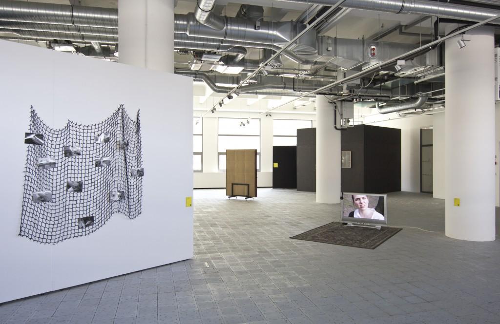 Pohled do instalace Zlínského salonu mladých v Baťově institutu