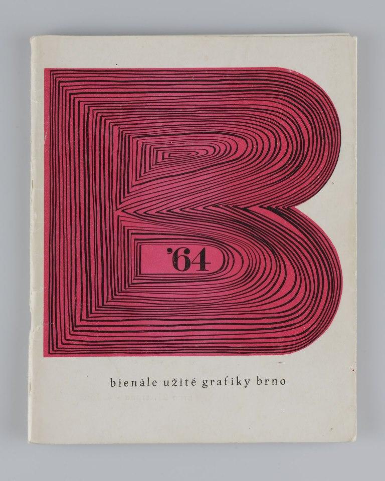Obálku katalogu Bienále Brno pro první ročník Bienále Brno navrhnul brněnský grafik Jiří Hadlač. Z tohoto motivu bylo odvozeno pro Bienále typické logo, k jehož použití porpvé došlo na 1. mezinárodním Bienále v roce 1964.