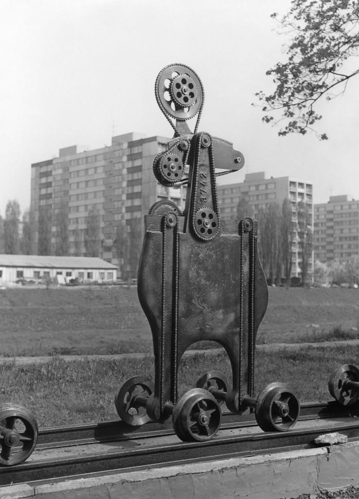 Karel Nepraš - Rodina připravená k odjezdu, 1969, Se svolením Jana Ságla, Archívu Galerie výt_web