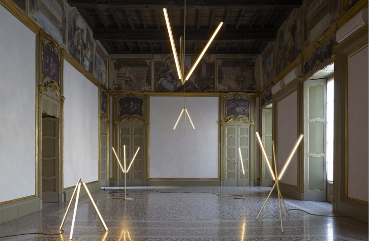 Lit Lines pro Nilafur (2011) od Michaela Anastassiadese
