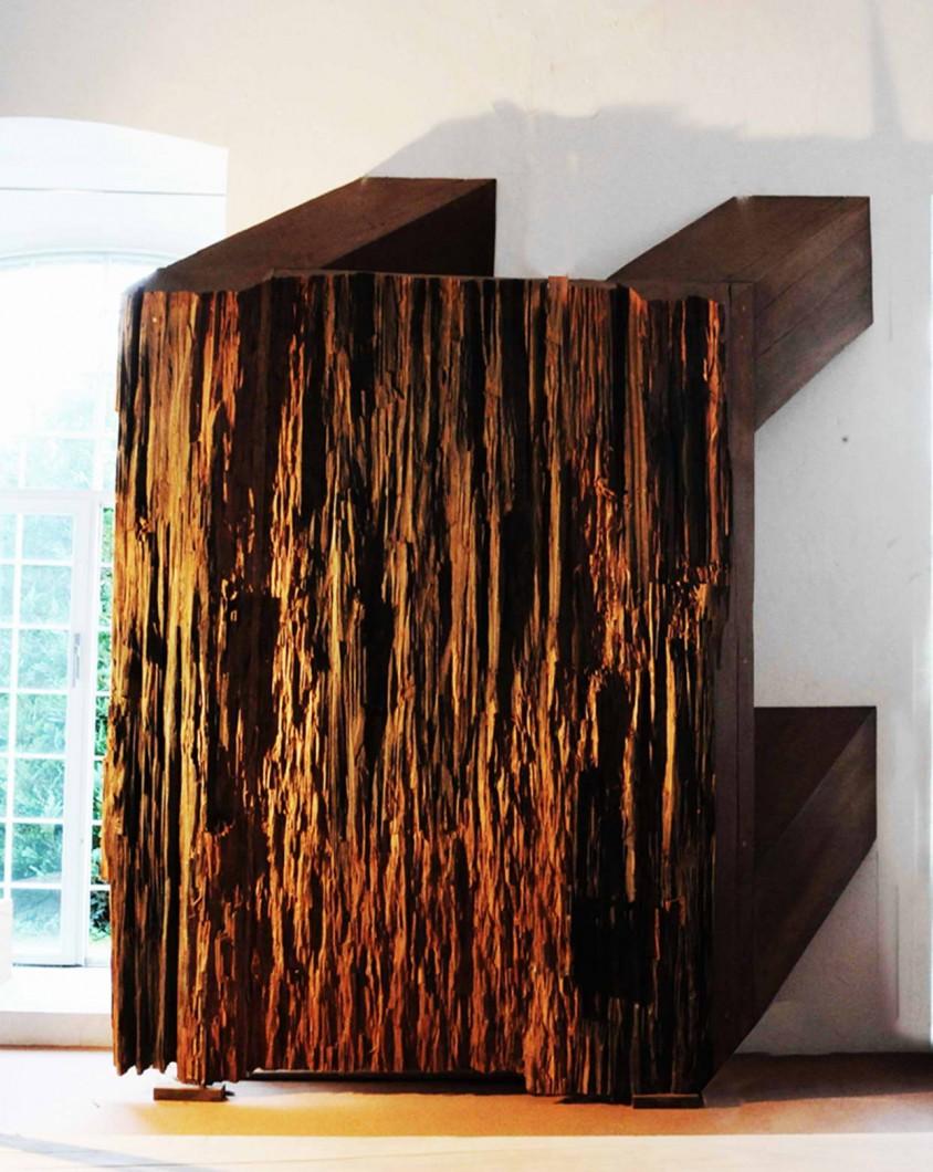 Magdalena Jetelová, Stůl, 1986, rozměry 353 x 285 x 88 cm, dřevo, foto: Archiv NG