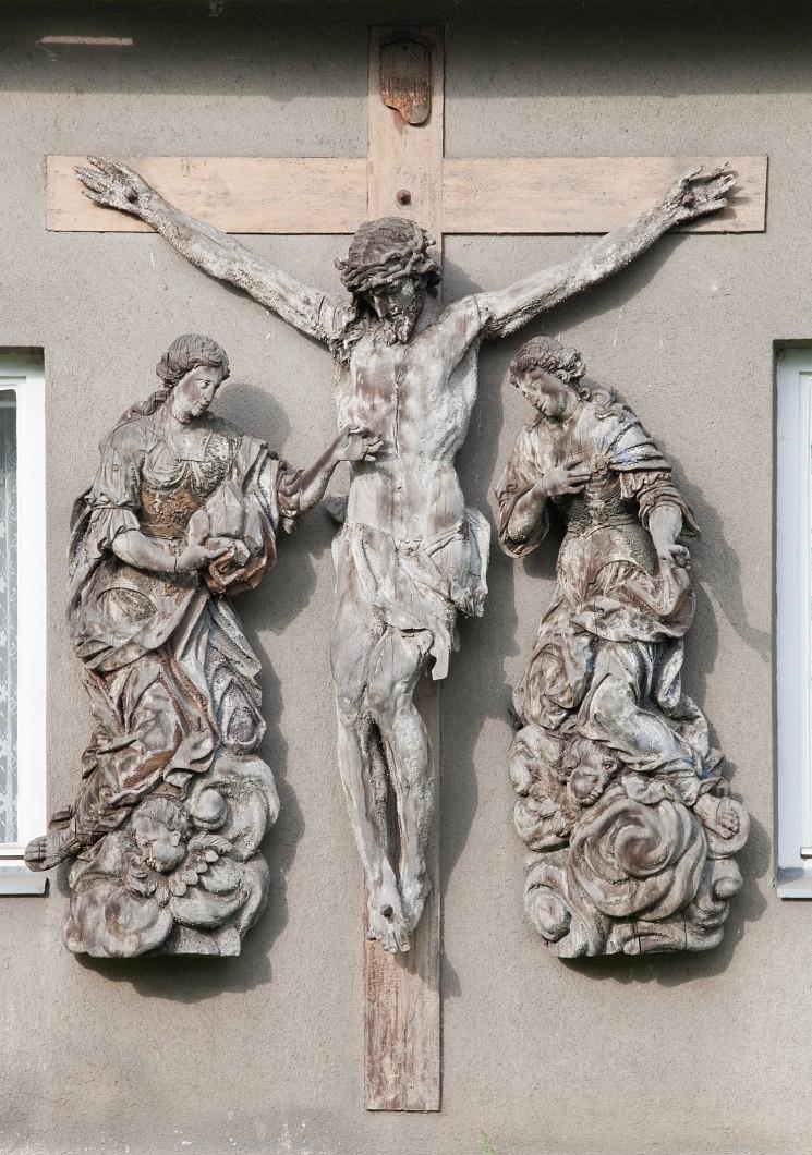Olomouc;   Øepèín;  bývalá kovárna;  Ukøižovaný Kristus se svìticemi;  autor Krista - Zahner;   autor svìtic - Šturmer