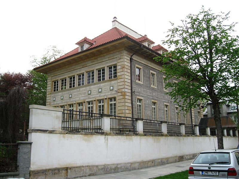 800px-Vila_JUDr._Eduarda_Šrota_(Olomouc),_tř._Spojenců_20