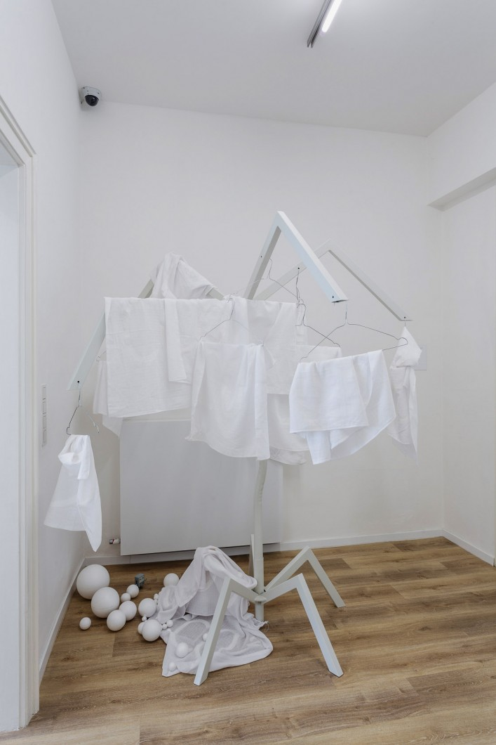 Jiri David, Antopocen, , kovovy objekt, pleny, polystyrenove koule ,2017